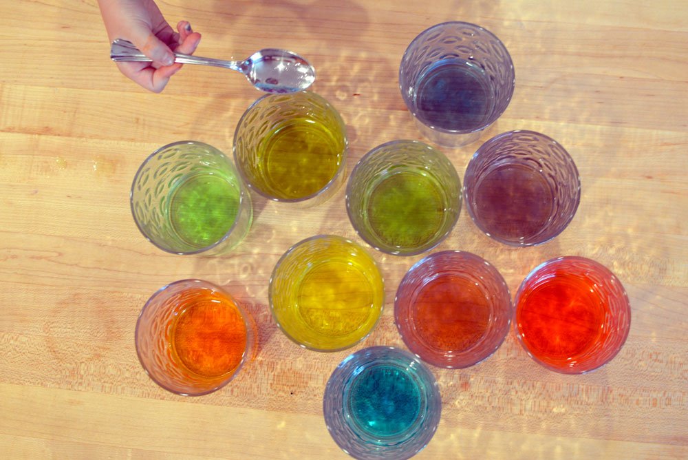 Mixing colors with water glasses kids activity - Mommy Scene