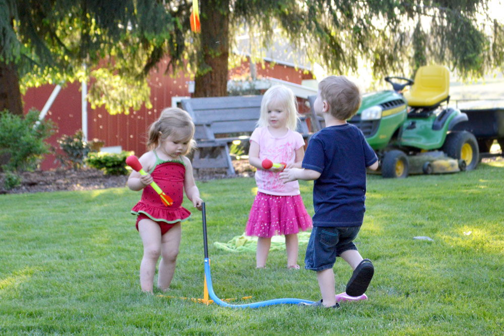 Stomp Rocket kids' backyard play activities - Mommy Scene