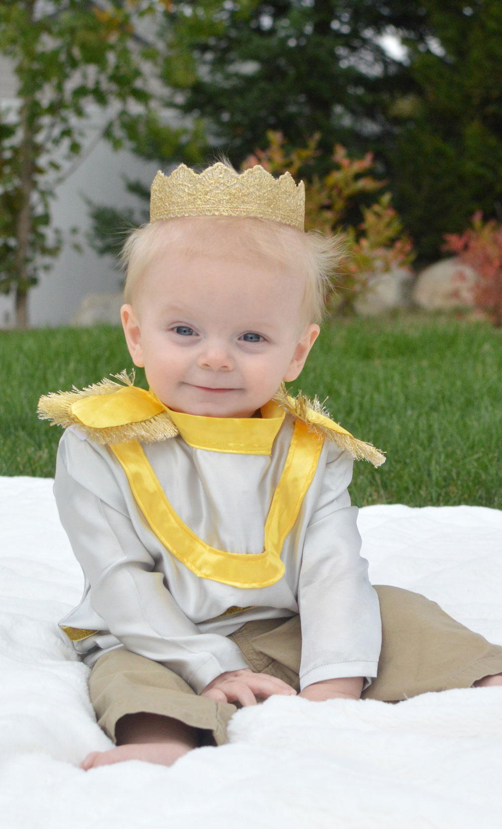 DIY Little Prince Costume for a baby or toddler - Mommy Scene