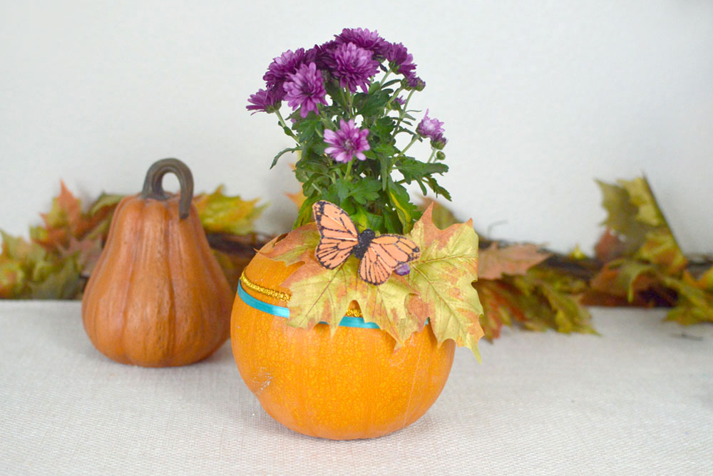 Simple Kid-friendly Fall Decorations and Pumpking Flower Pot - Mommy Scene