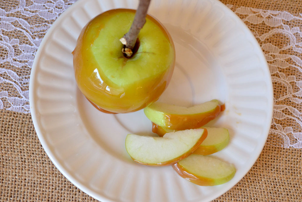 Homemade caramel apple slices - Mommy Scene