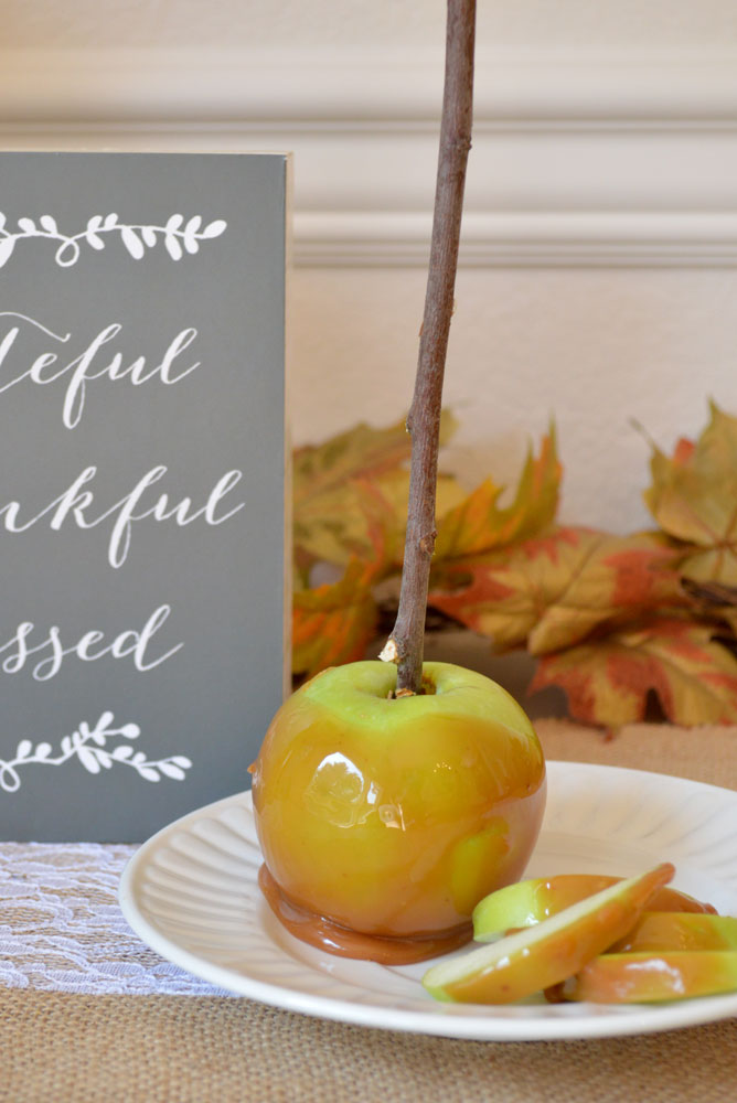 Easy and delicious homemade caramel apples - Mommy Scene