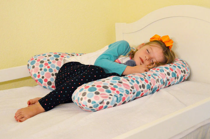 Sleep ZZZ kids' pillow - Mommy Scene holiday gift guide
