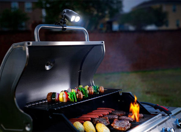 Sirius Barbecue Grill Light Zeust - Mommy Scene Holiday Gift Guide