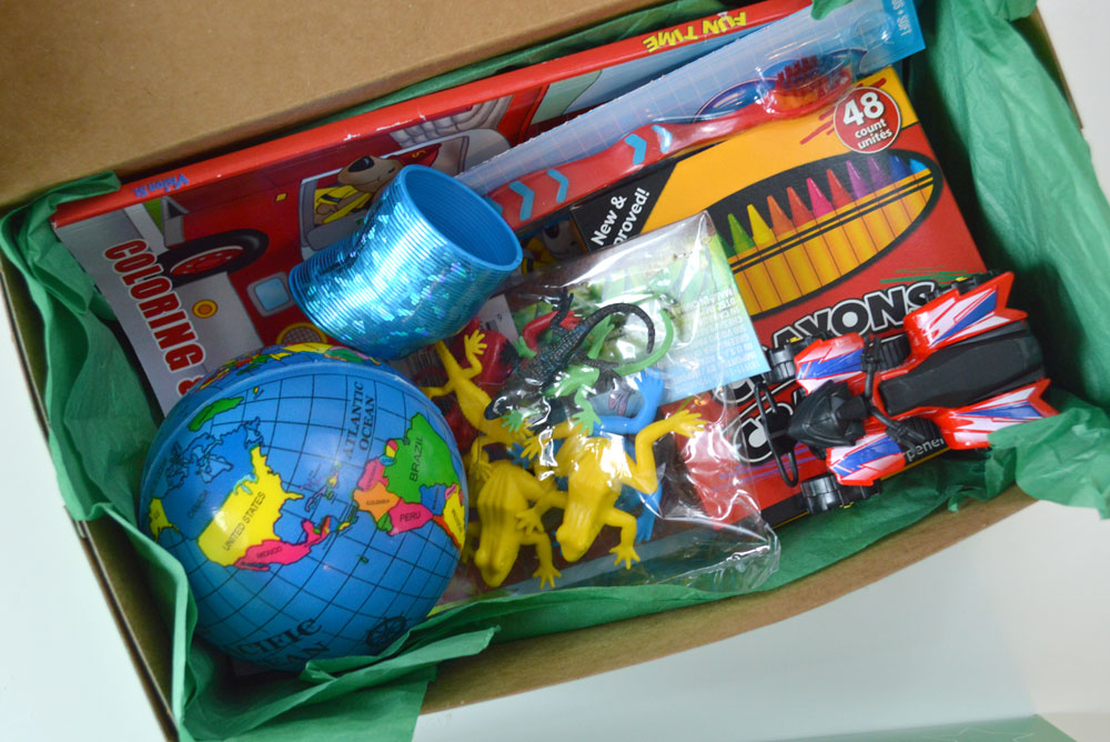 Christmas Shoebox.How To Pack An Operation Christmas Child Shoebox Create