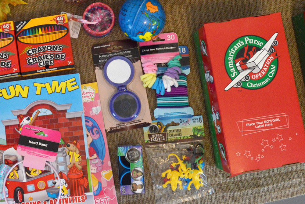 How to Pack an Operation Christmas Child Shoebox - Mommy Scene
