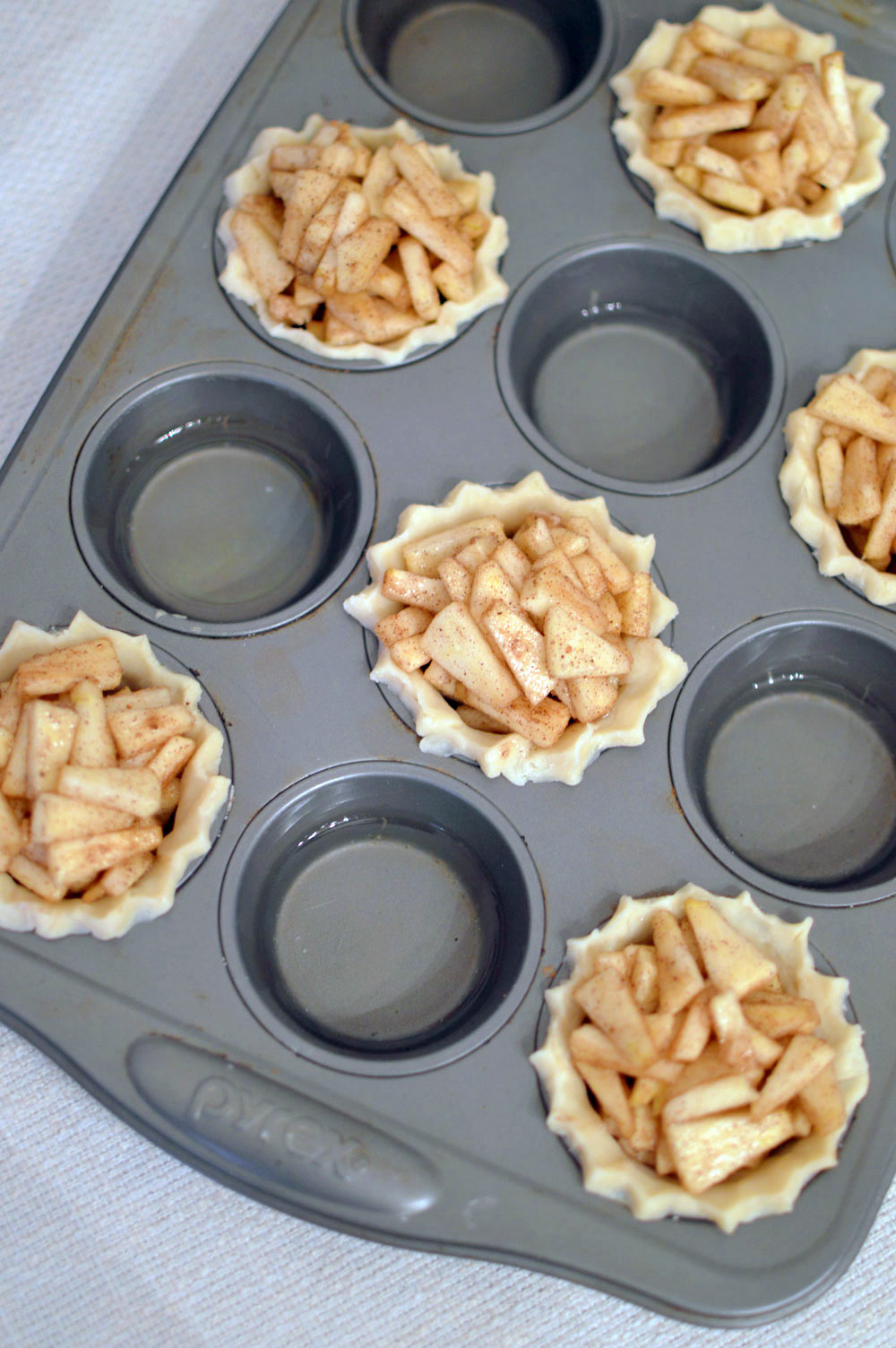 Bite-Sized Mini Apple Pies dessert idea - Mommy Scene