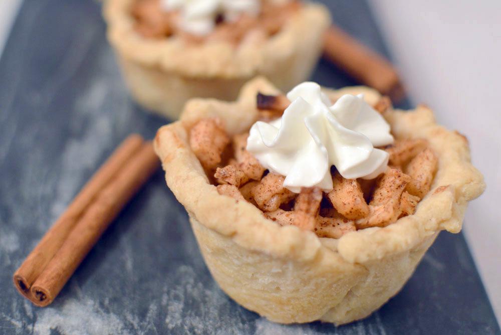 Delicious Bite-Sized Mini Apple Pies Dessert Idea - Mommy Scene