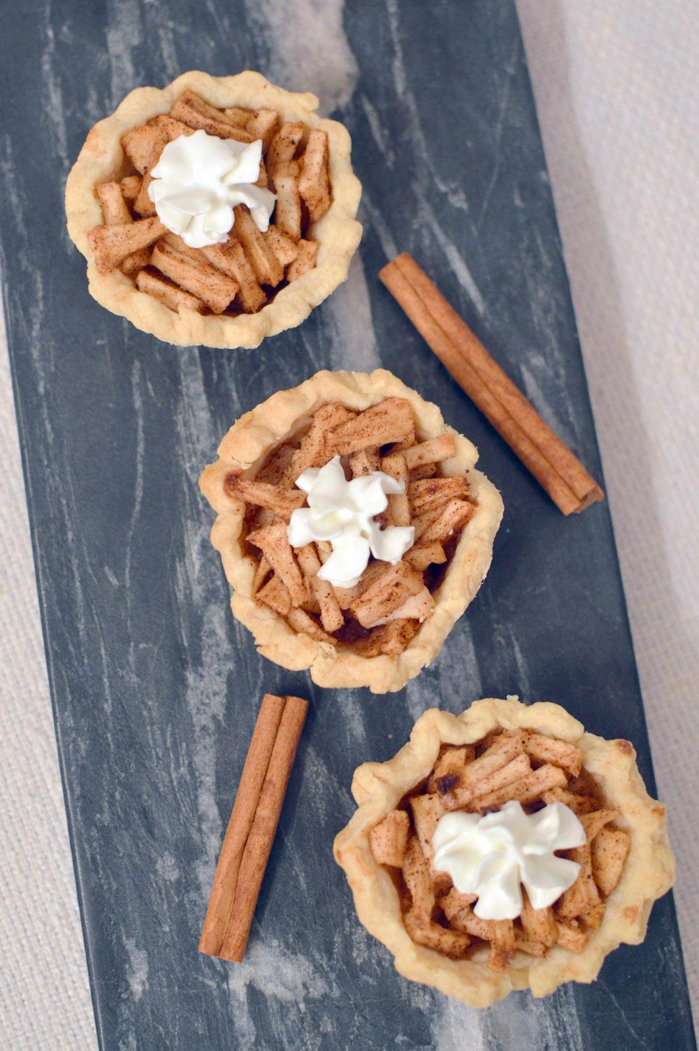 Baked mini apple pies - Mommy Scene
