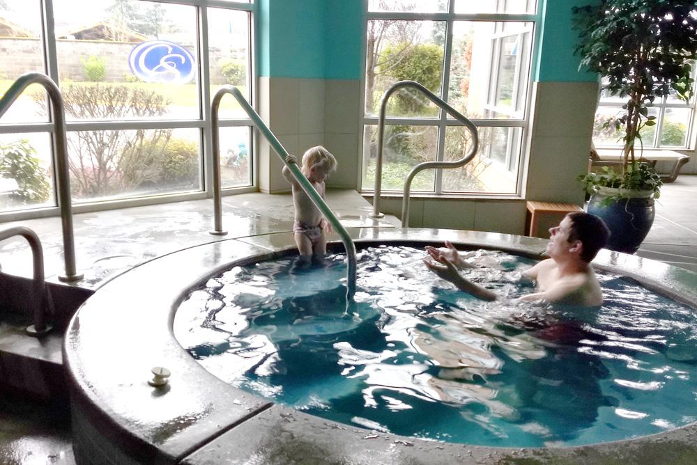 Comfort Suites Tukwila hot tub great family hotel - Mommy Scene