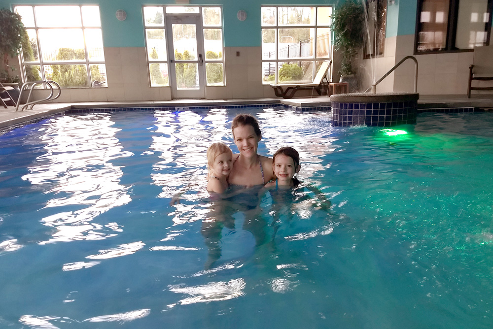 Comfort Suites Tukwila pool and hot tub - Mommy Scene