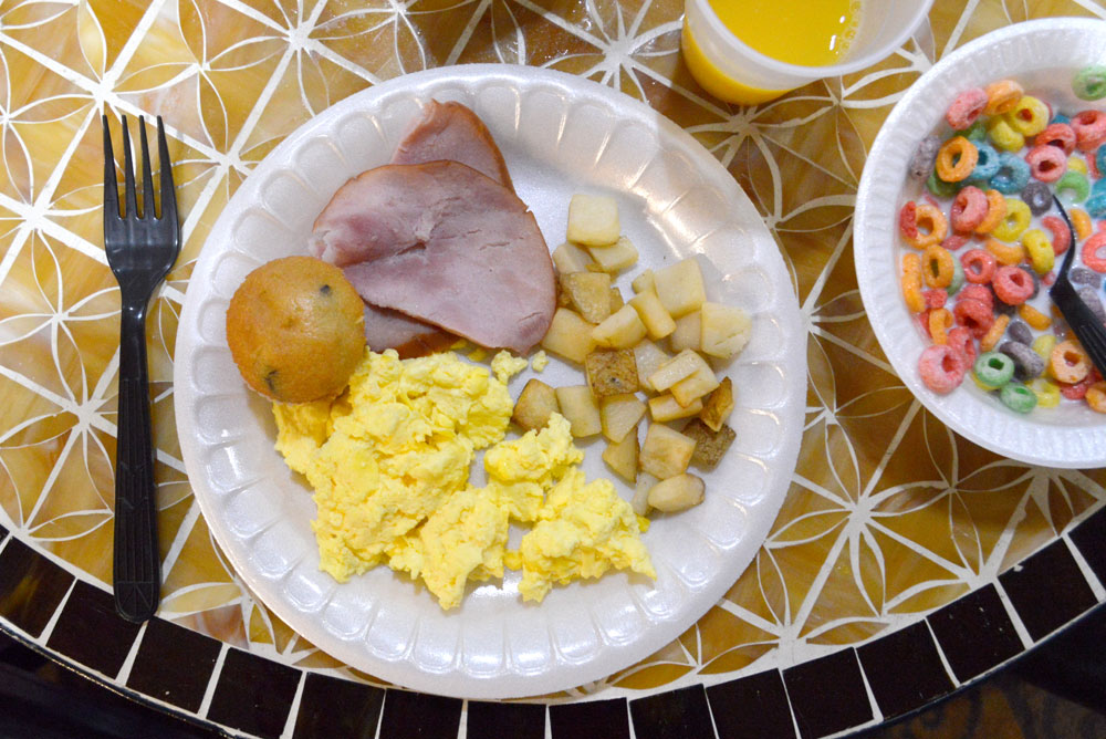 Comfort Suites Tukwila hot breakfast buffet - Mommy Scene