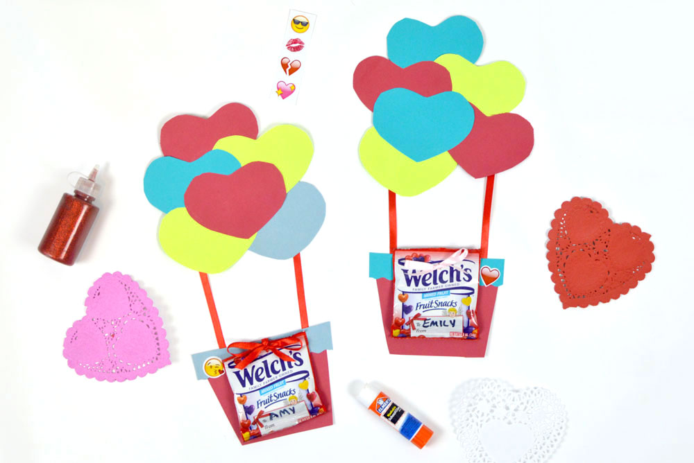 Homemade hot air balloon card with fruit snacks - Mommy Scene