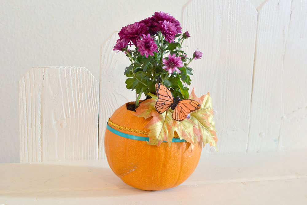 Simple DIY Pumpkin Planter & Fall Decor