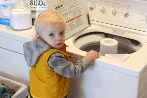 How to Naturally Wash Laundry for Messy Kids