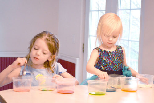 Kids science with baking soda and vinegar - Mommy Scene