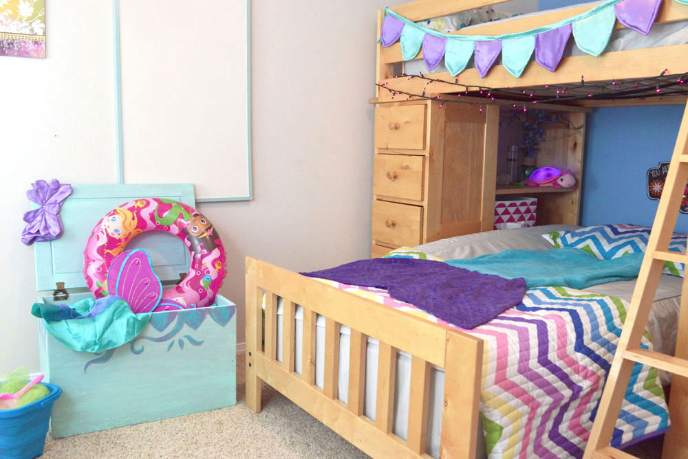 Cute Kids Room colorful bedding