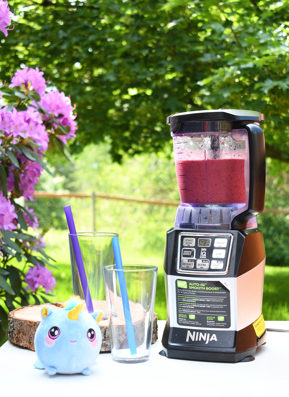How to Make a Berry and Banana Unicorn Smoothie