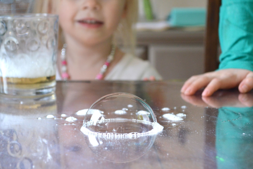 3 Static Electricity Tricks You Can Do With Your Kids