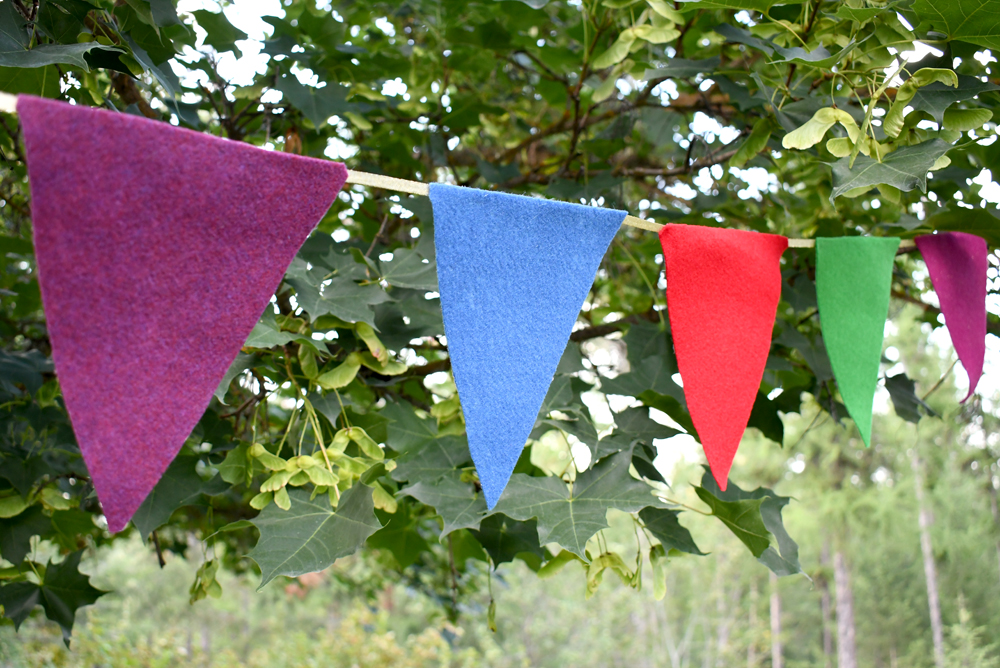 Easy DIY felt pennant banner flags