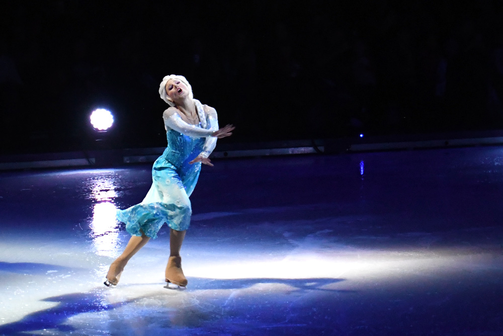 Disney On Ice Dare to Dream - Elsa & Anna