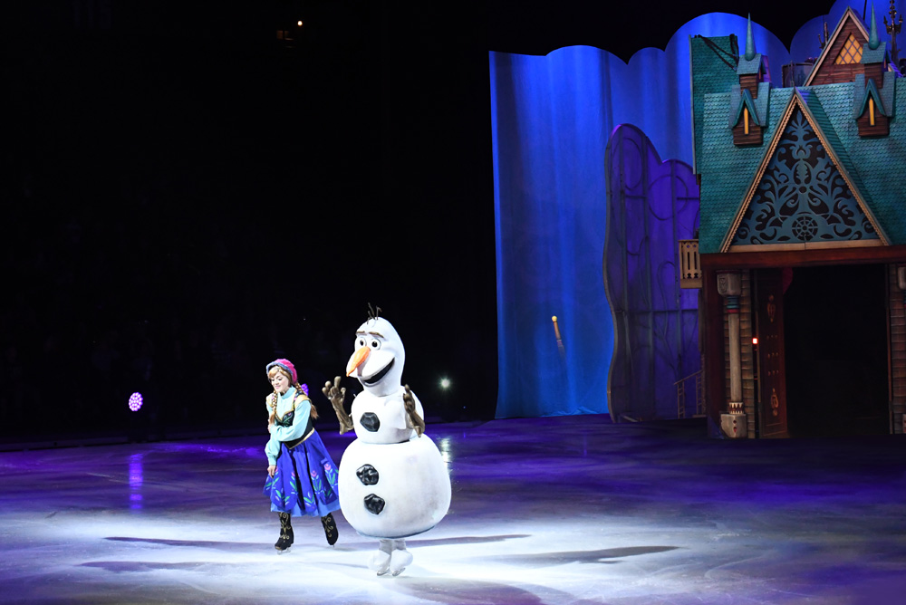 Disney On Ice Dare to Dream - Princess Anna and Olaf