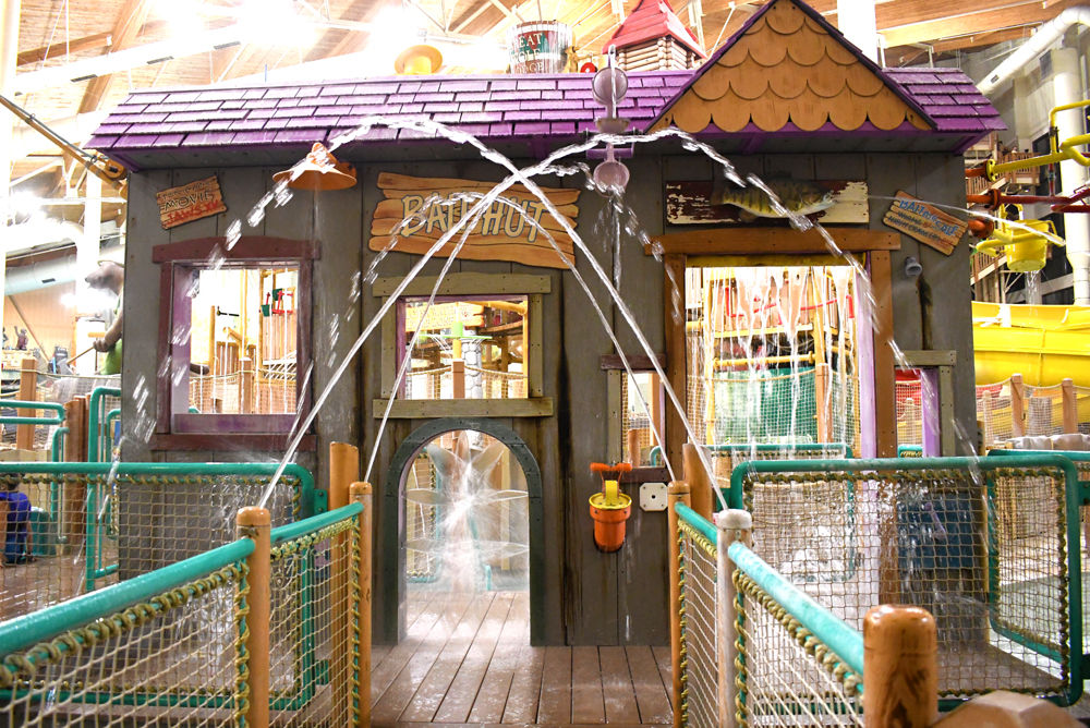 Great Wolf Lodge Grand Mound Water Park Bait Hut