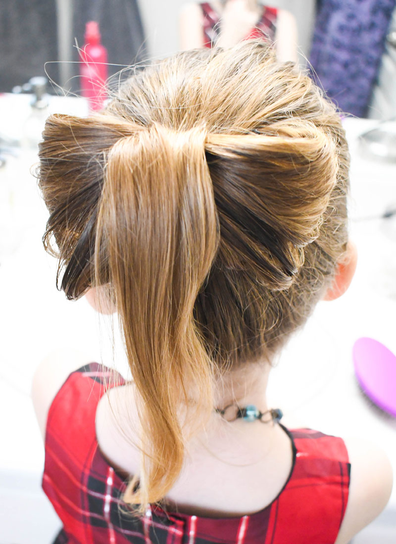 Pretty DIY bow hair style