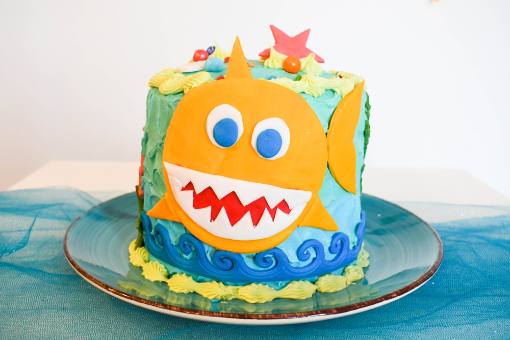 Super cute DIY baby shark birthday cake
