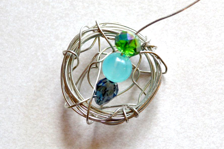 Learn how to make a beautiful DIY bird's nest necklace