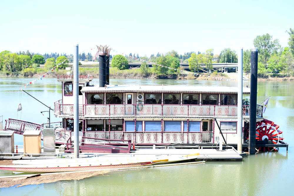 Salem Oregon riverfront steamboat tours