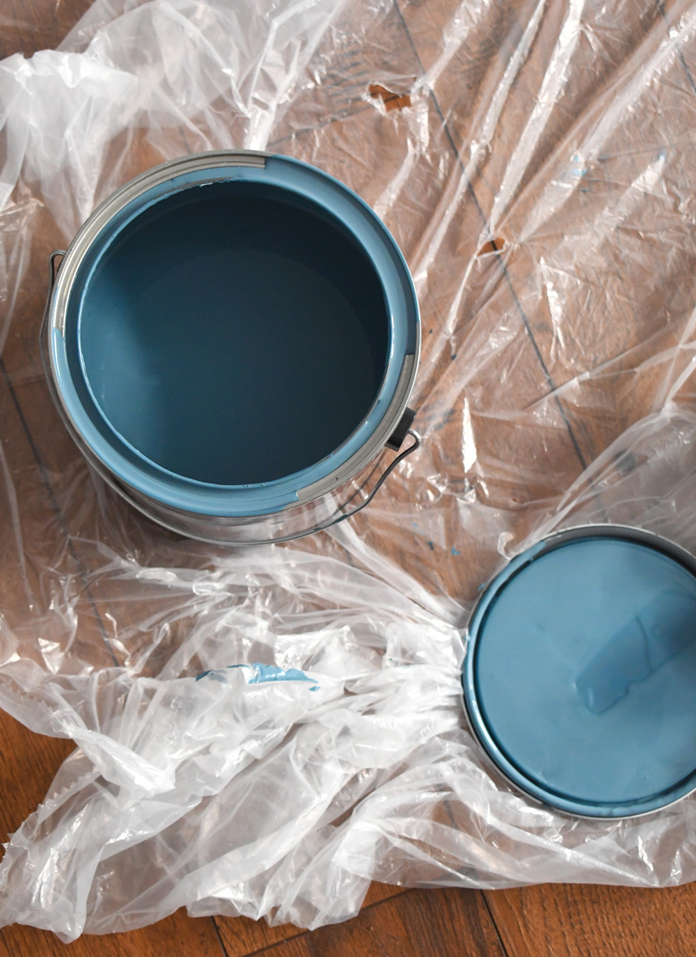 How to choose an accent wall paint color plus essential painting tips