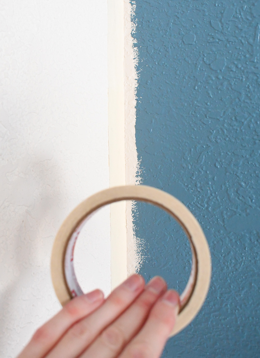 How to paint an accent wall - use a consistent painting technique