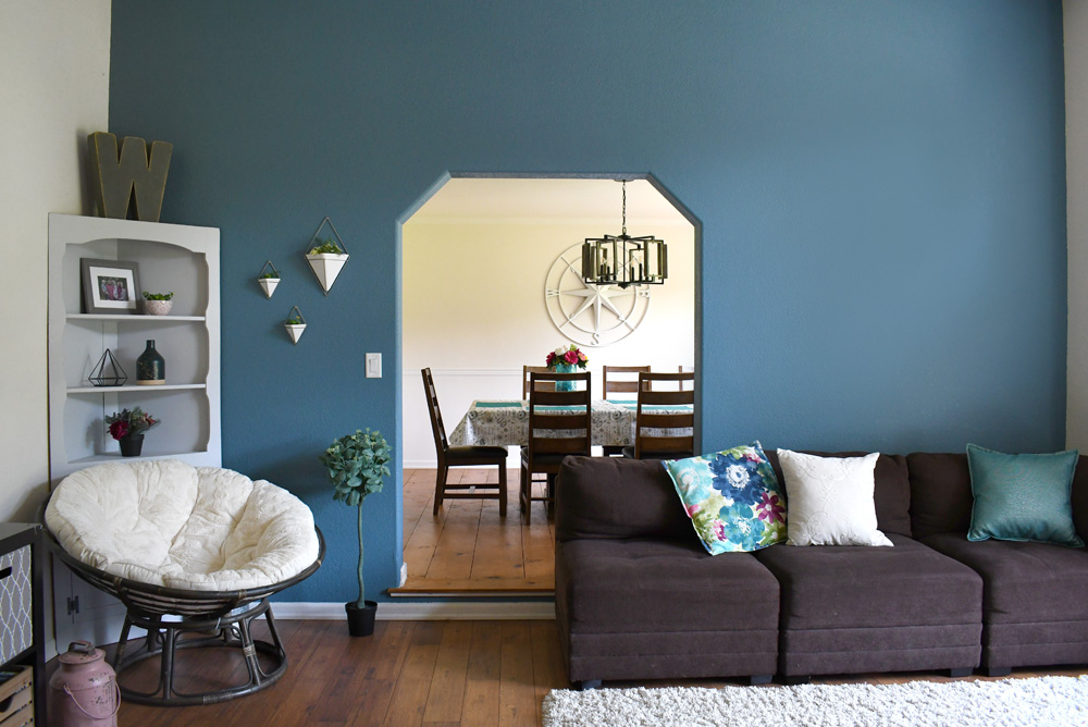 How to choose an accent wall color for your living room