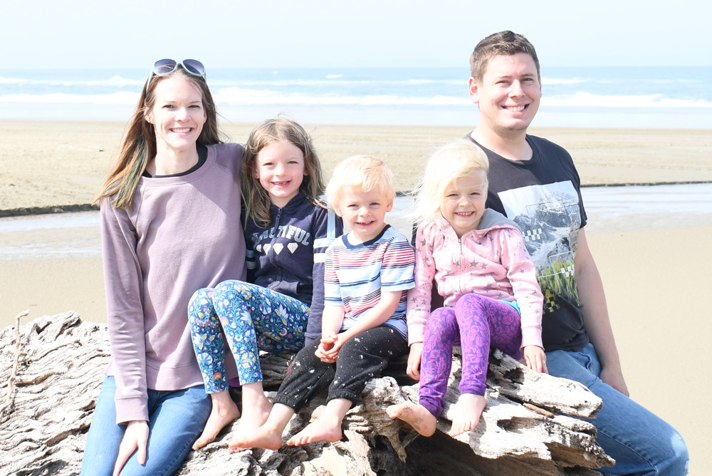 Wallace family Oregon Coast beach photo - Create Play Travel Coeur d'Alene influencer