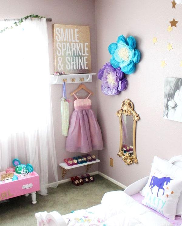 cute dress up shelf and hooks storage ideas