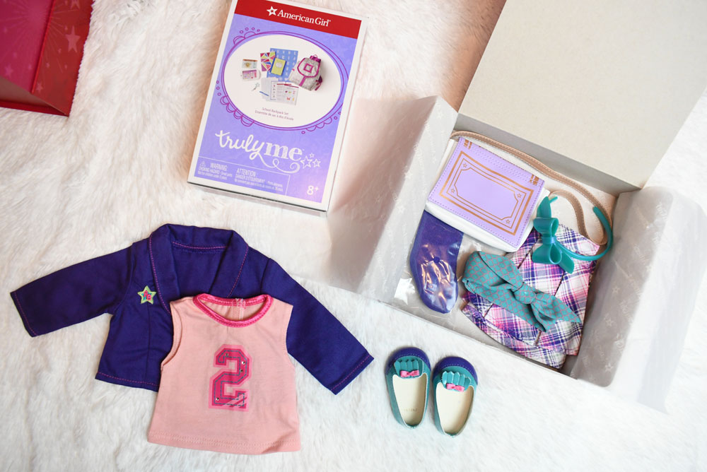 American Girl gift box Curiosity Play Pack: School outfits and accessories
