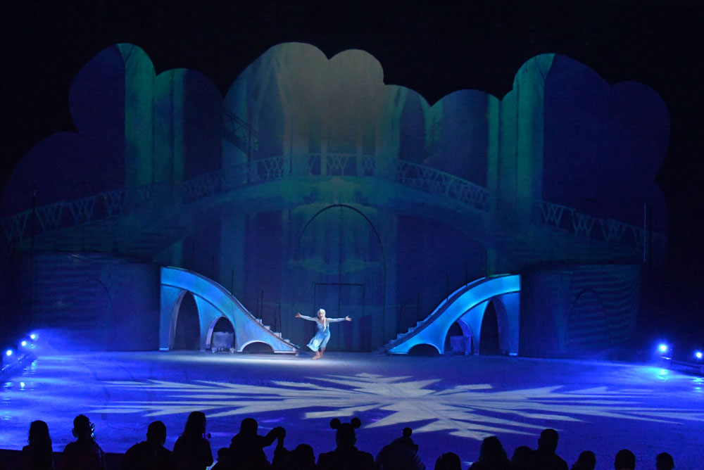 Disney on Ice Mickey's Search Party Elsa's ice castle